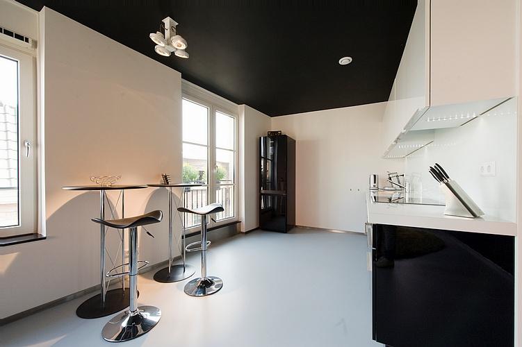 Nieuwbouw appartement binnenstad bergen op zoom van loon schilderwerken - Plafond geverfd zwart ...
